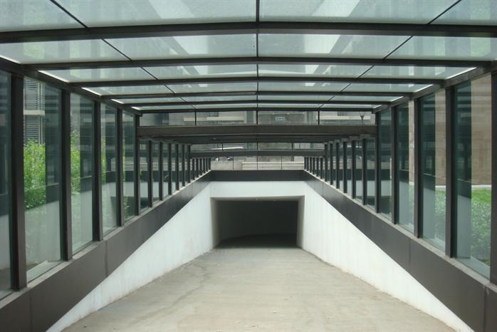 某地下車庫入口鋼結構雨棚設計方案及施工圖